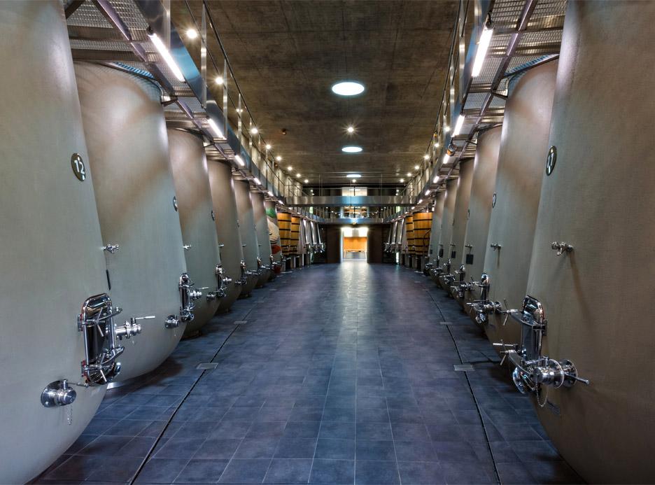 cha%cc%82teau-les-carmes-haut-brion-wine-cellar-philippe-starck-bordeaux-france_dezeen_936_0