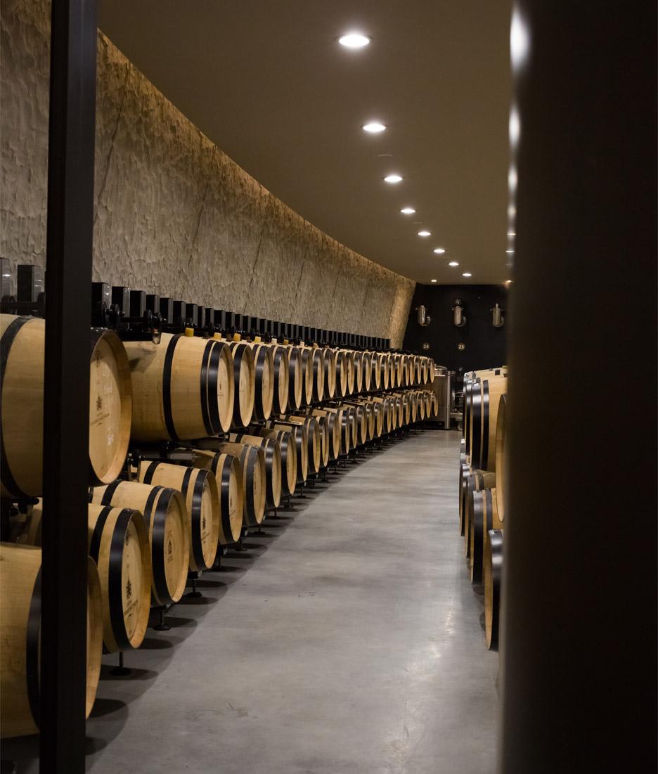 cha%cc%82teau-les-carmes-haut-brion-wine-cellar-philippe-starck-bordeaux-france_dezeen_936_16