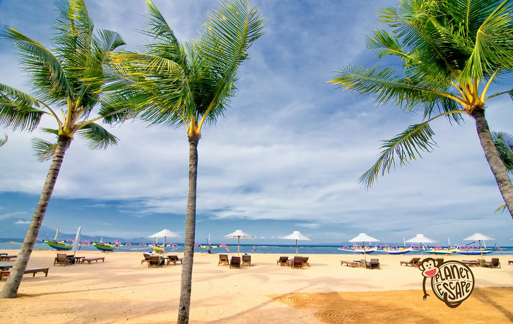 Sanur Beach, Bali's earliest beach resort, features arelaxed coastal ambiance. Located on the eastern side of the island's isthmus, it is the opposite of Kuta, both in characteristics and nuance. The former fishing village maintains most of its charm and continues toattract repeat visitors.