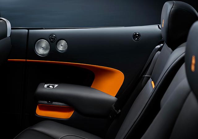 3 Rolls-Royce-Dawn-Black-Badge-INTEXT4