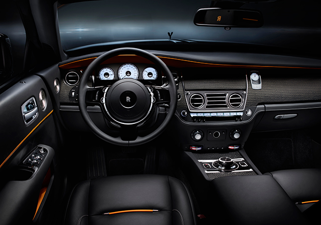 4Rolls-Royce-Dawn-Black-Badge-INTEXT