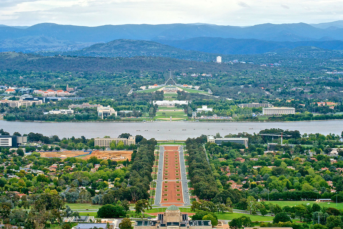 Canberra_viewed_from_Mount_Ainslie