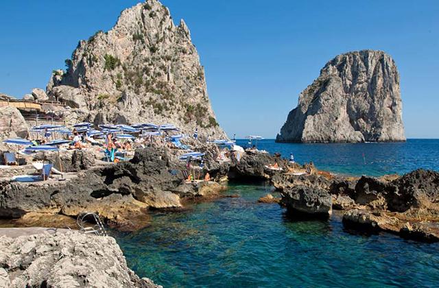 Best-beach-clubs-x-around-the-world-x-inside5