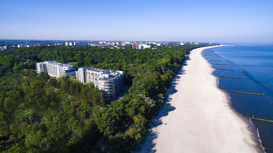Diune_Hotel_Resort-by_Zdrojowa-Kolobrzeg-Elewacja_budynku-Widok_z_lotu_ptaka-MidRes-01