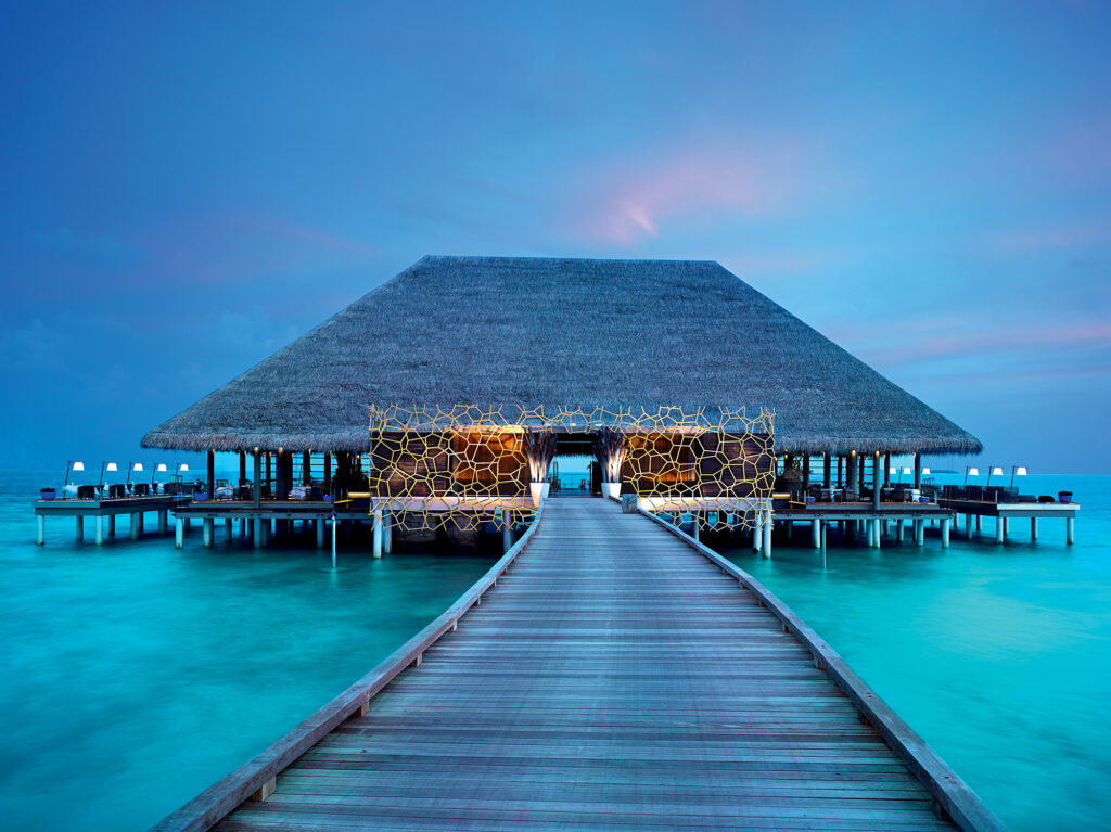 Restauracja Aragu whotelu Velaa - Malediwy zCARTER